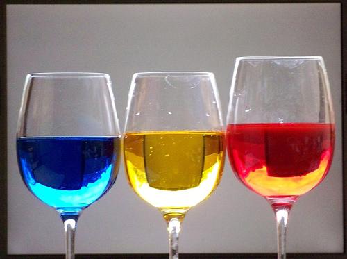 Fie-ţi şampania tricoloră... măcar atâta!
